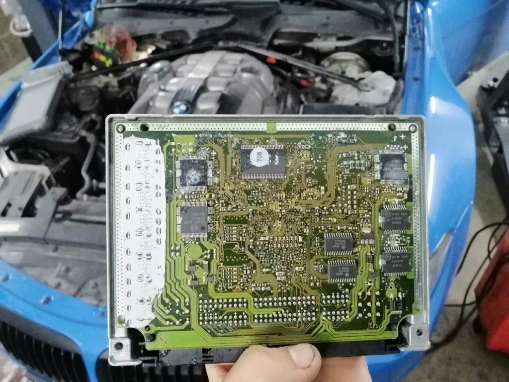 Подмяна на наводнен компютър на BMW